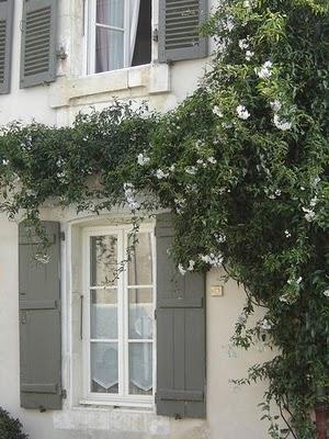 Ablak poszt kicsi h z - Maison volet rouge basque ...