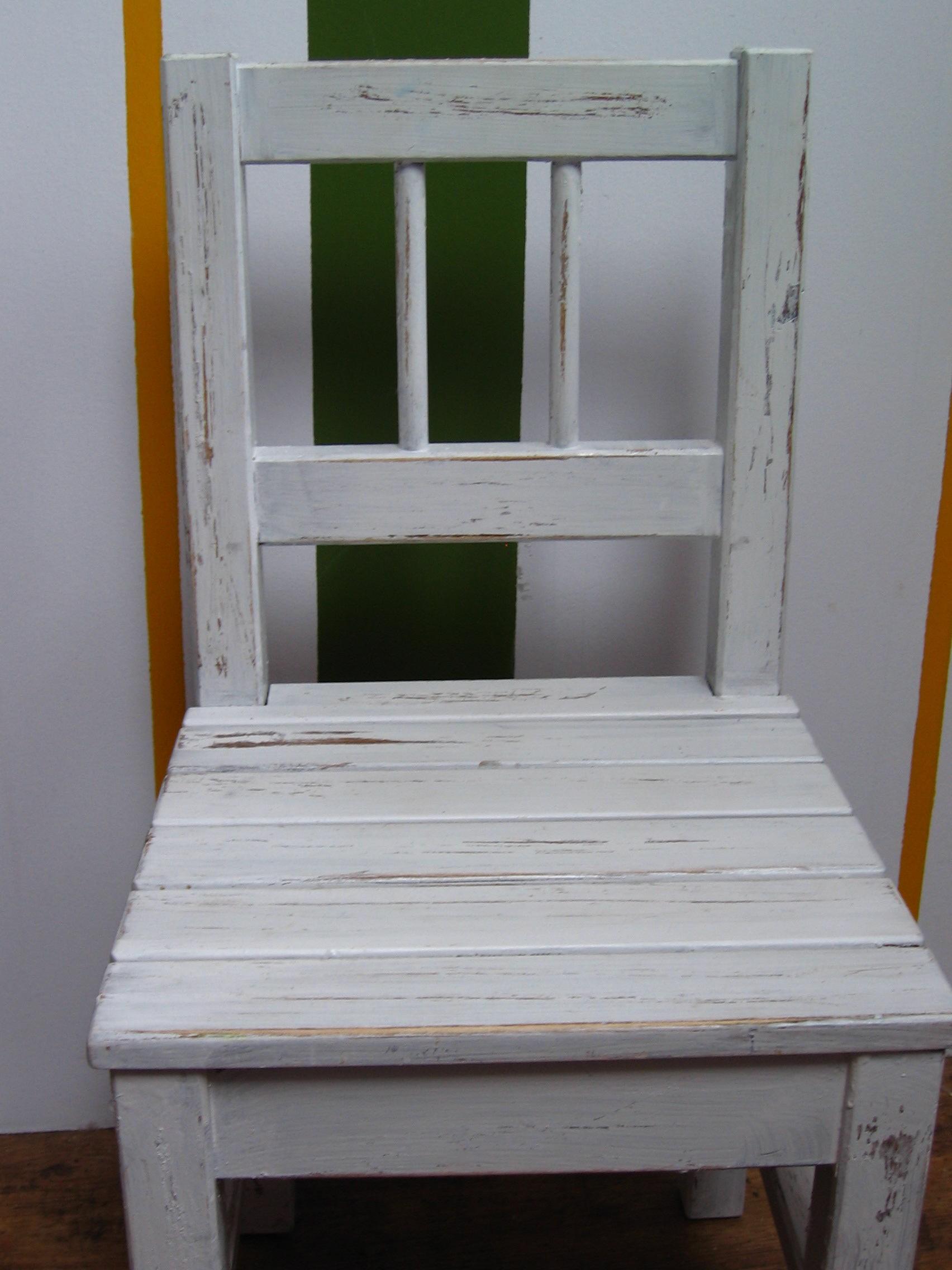 Antikolt fa bútorok