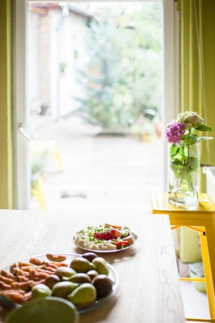 A kilátás az étkezőből a kertre