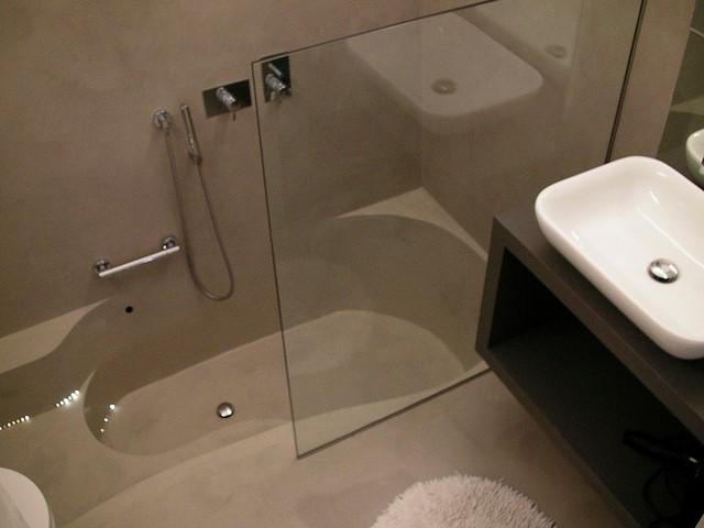 fürdőszoba műgyantából