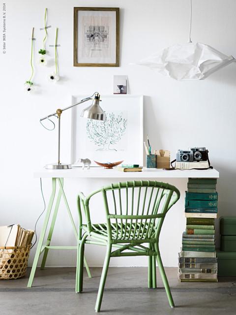 Könyvek mint asztalláb