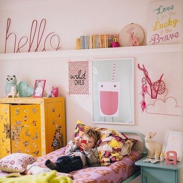 Rózsaszín a gyerekszobában napsárgával párosítva