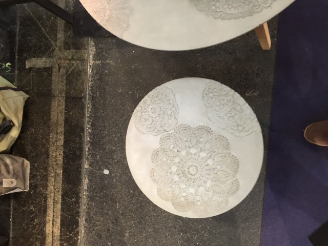 Beton asztalka