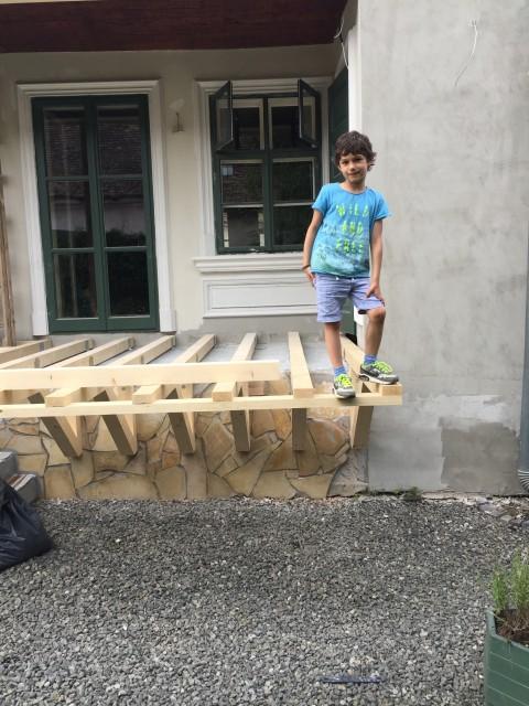 Kicsiház terasz építés