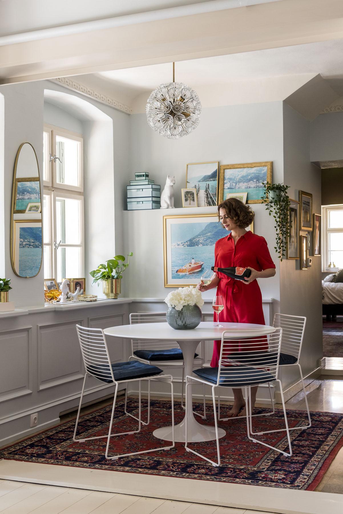 Eklektikus étkező, modern és antik bútorok keverésével / Kicsiház, Szentgyörgyi Kata